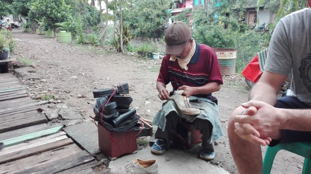 Shoe repair, Tongkol kampung